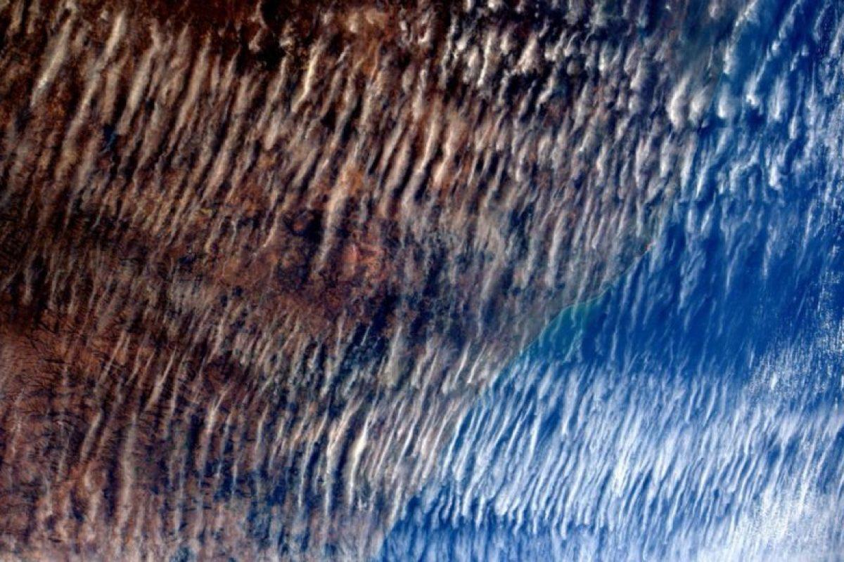 Así lucen las nubes sobre la Tierra, la imagen fue tomada en junio. Foto:Vía Twitter @AstroSamantha. Imagen Por: