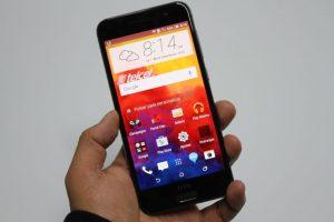 """Tiene una pantalla de 5 pulgadas, Android 6.0 Marshmallow, sensor de huellas digitales, cámara posterior de 13 megapíxeles con modo """"pro"""". Foto:Nicolás Corte. Imagen Por:"""