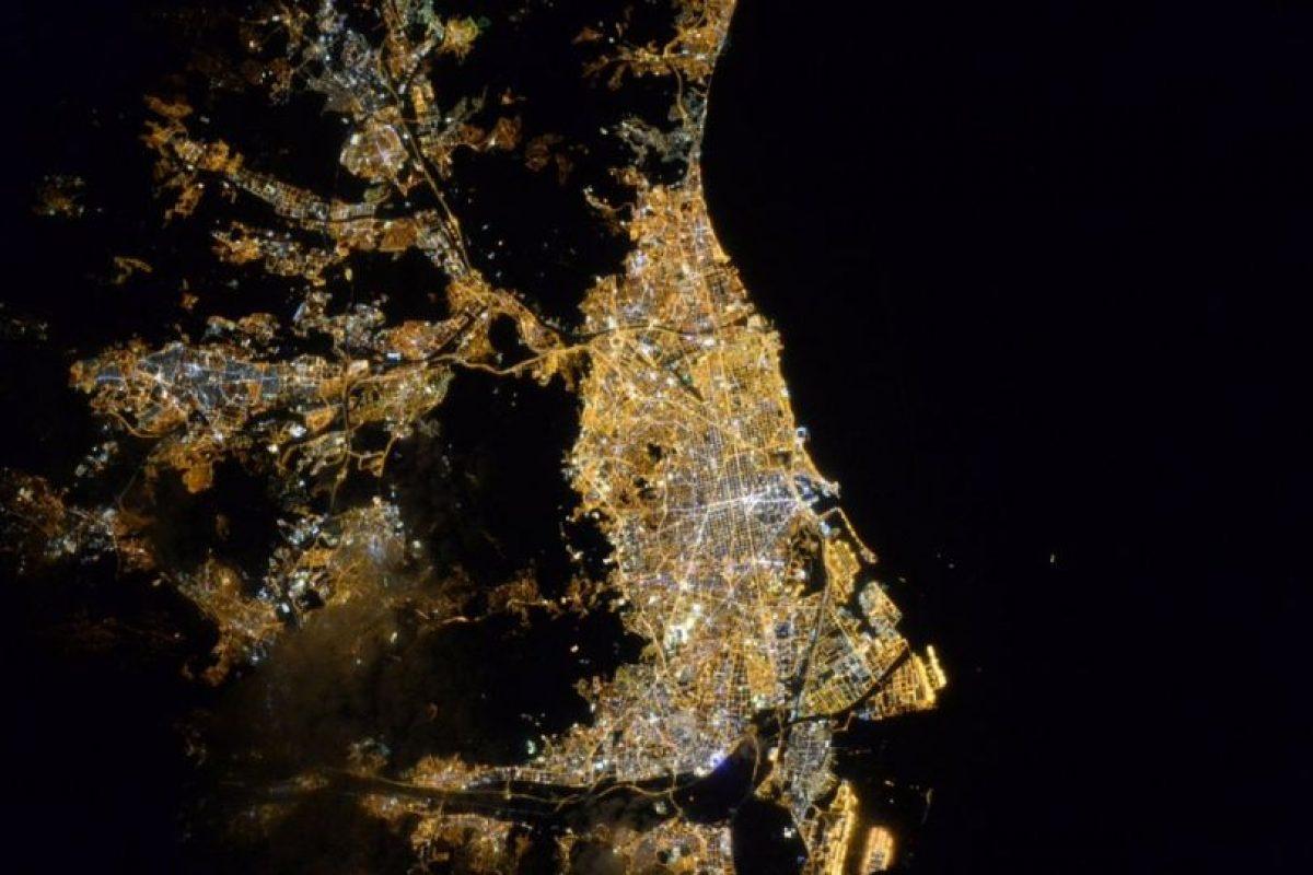 De noche en Barcelona. Foto:Vía Twitter @StationCDRKelly. Imagen Por: