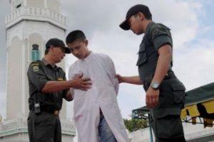 También se azotó al joven implicado Foto:AFP. Imagen Por: