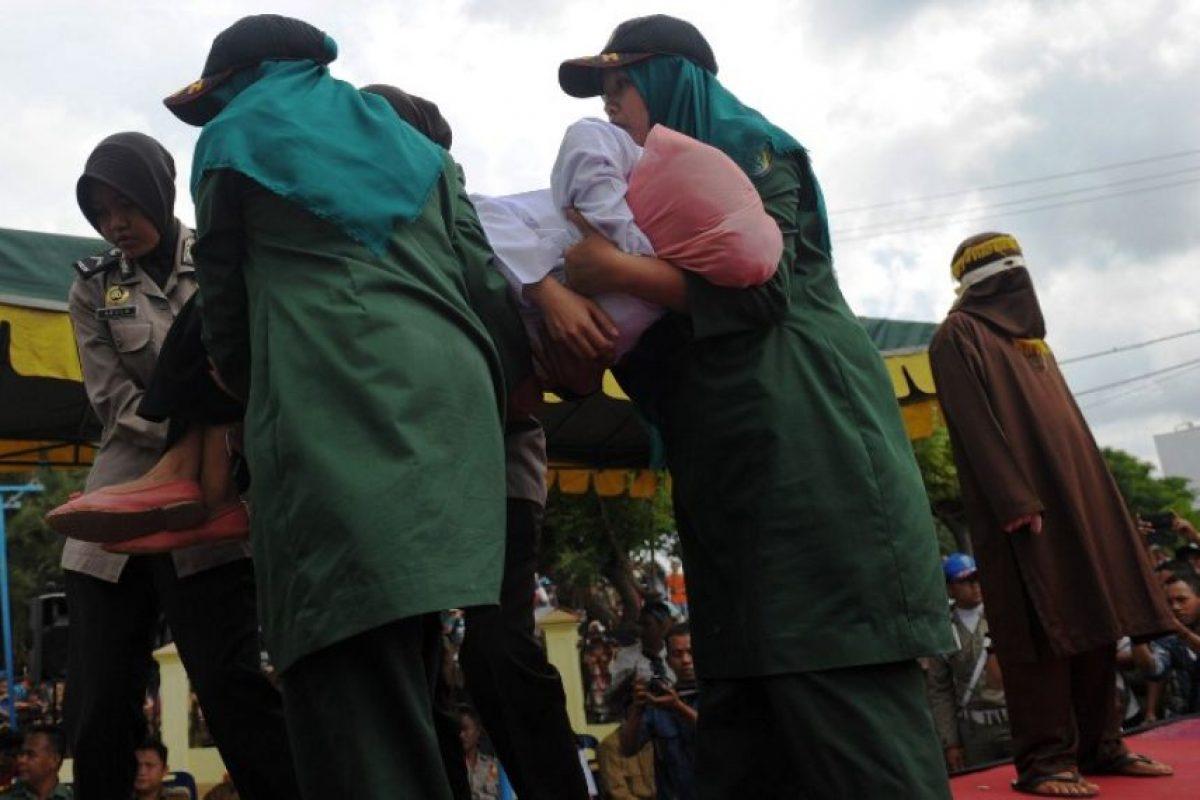 La joven tuvo que ser asistida por los servicios médicos Foto:AFP. Imagen Por: