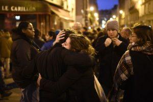130 personas murieron, entre ellos, cerca de 90 en la sala de conciertos El Bataclan Foto:AFP. Imagen Por: