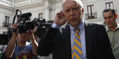 """Burgos presentó su renuncia y Bachelet le pidió """"encarecidamente"""" que siguiera"""