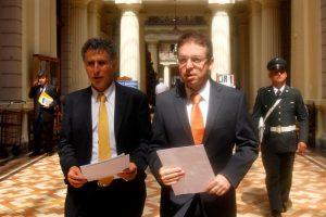 Los diputados Daniel Farcas (PPD) y Gabriel Silber (DC) acudieron este martes a la Corte de Apelaciones de Santiago. Foto:Aton Chile. Imagen Por: