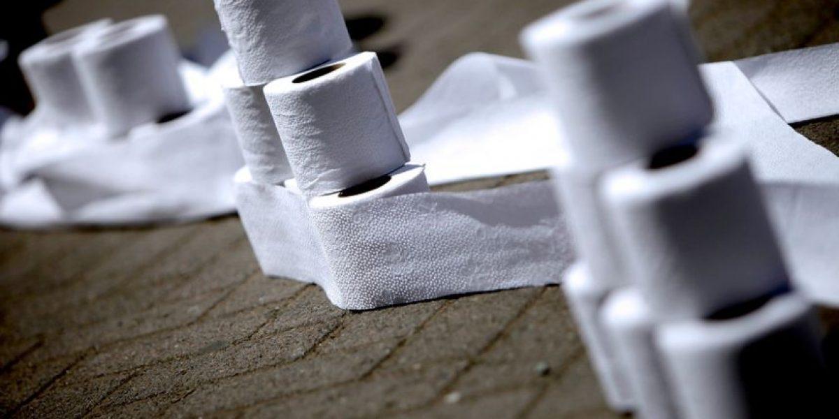 Diputados piden ministro en visita por caso de colusión del papel