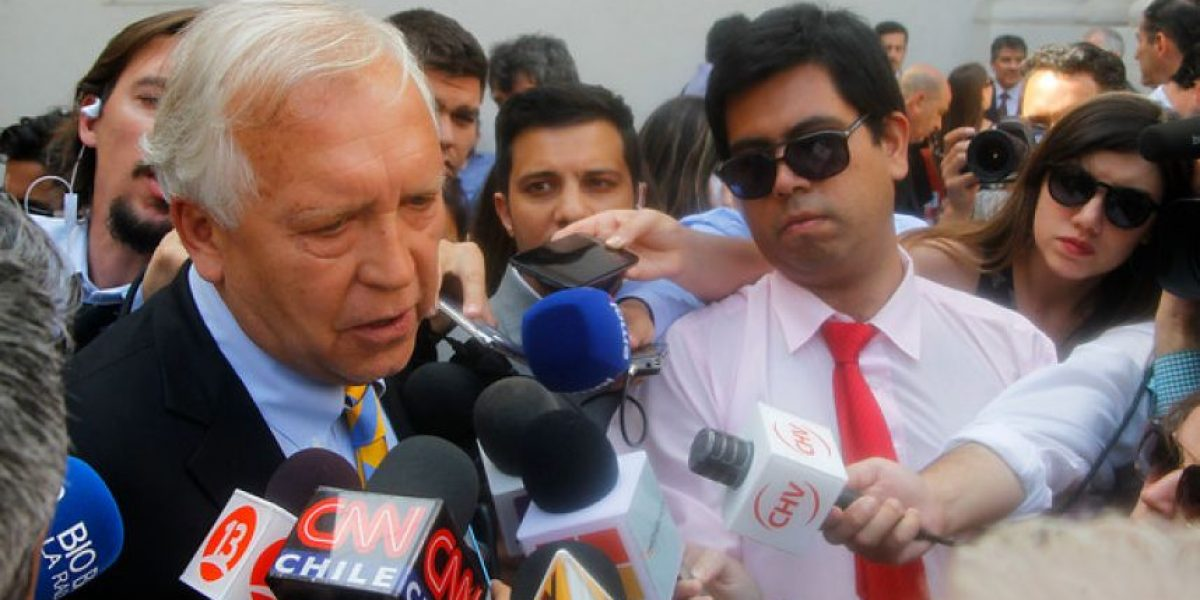 Burgos descarta renuncia tras cita con Bachelet: