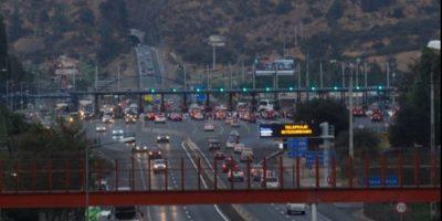 Éxodo de santiaguinos en Año Nuevo: gran congestión en peaje de Angostura