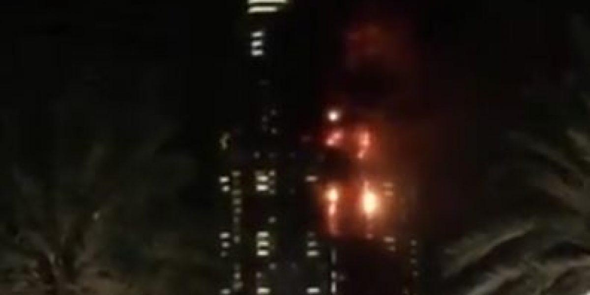 Enorme incendio cerca del rascacielos más grande del mundo