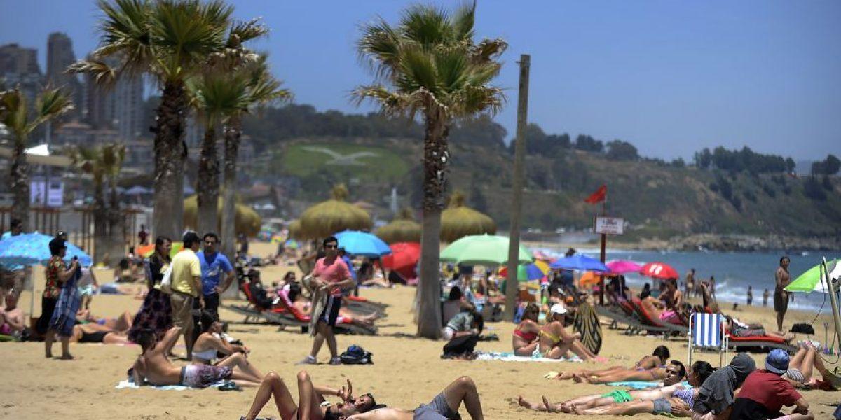 Diputados presentarán proyecto que prohíbe fumar en piscinas y playas