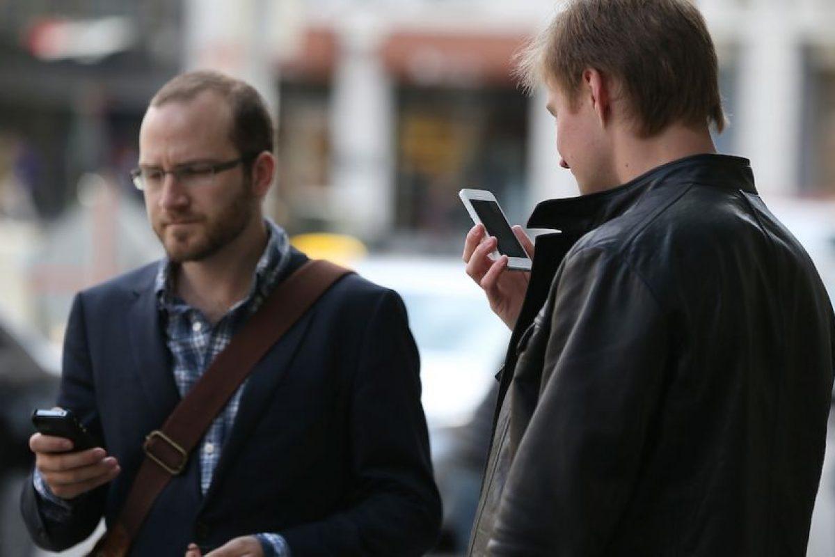 Hombre salvó la vida gracias a su celular. Foto:Getty Images. Imagen Por: