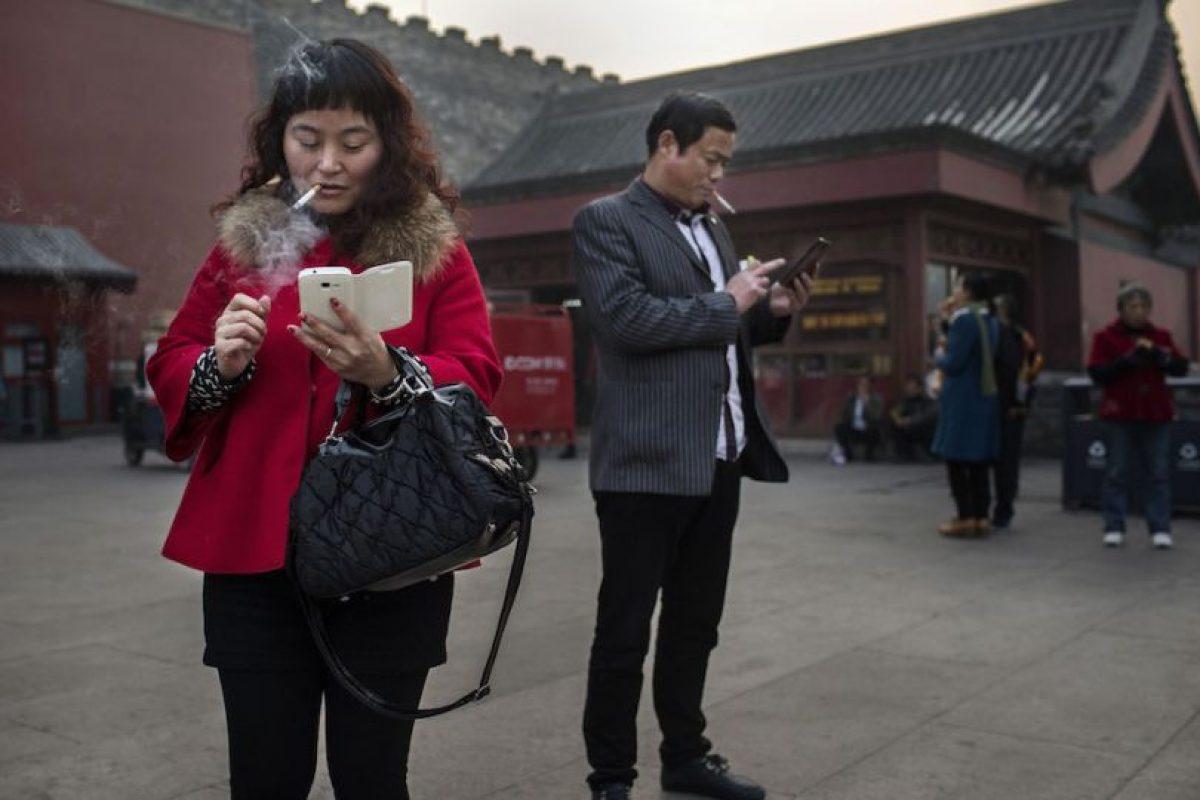 El smartphone de marca Huawei lo llevaba en el bolsillo izquierdo de la camisa y, según el doctor, el dispositivo impidió que el proyectil atravesara su pecho. Foto:Getty Images. Imagen Por: