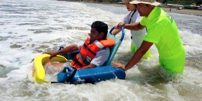 Playas de Arica se suman a iniciativa que permite a personas en situación de discapacidad disfrutar del mar