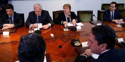 Bachelet encabeza primer consejo de gabinete tras tensión con Burgos