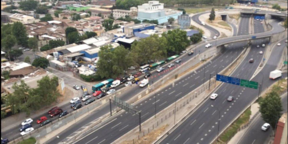 Camión pasó a llevar cables y generó corte de la Autopista Central por 40 minutos