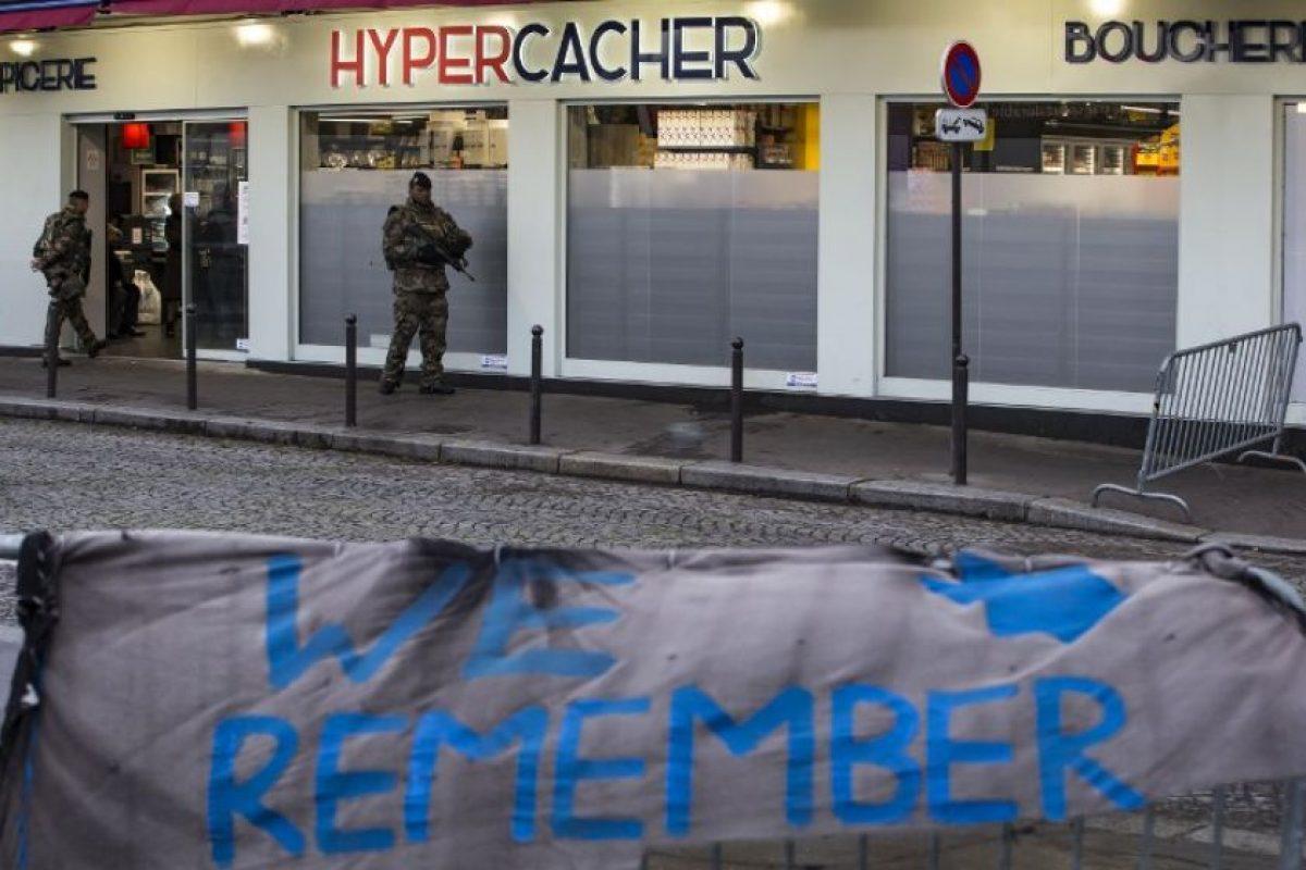 Un año después, todavía quedan incógnitas sobre el arsenal que tenían los asesinos y sobre su vigilancia en los meses previos al ataque. Foto:AFP. Imagen Por: