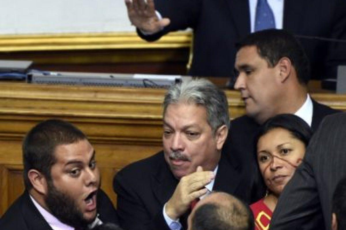 Aunque Maduro adelantó que la vetará, la MUD reiteró que aprobará una amnistía para 75 opositores presos, entre ellos el radical Leopoldo López, condenado a casi 14 años de prisión acusado de incitar a la violencia en protestas en 2014. Foto:AFP. Imagen Por: