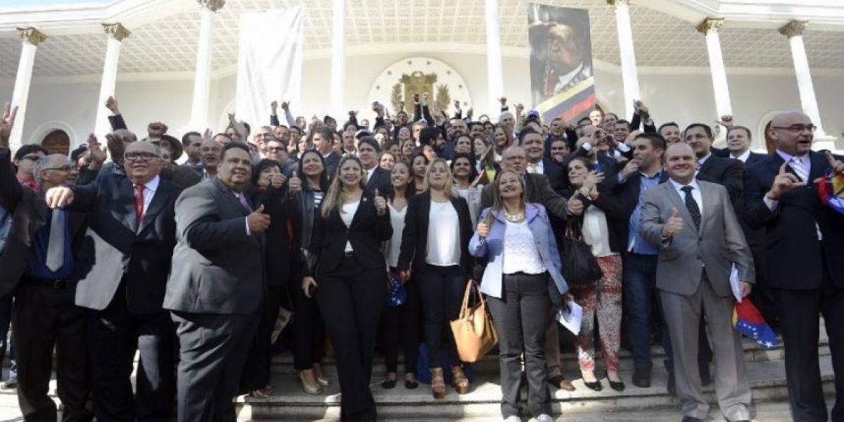 La oposición toma el mando del Parlamento en una Venezuela polarizada