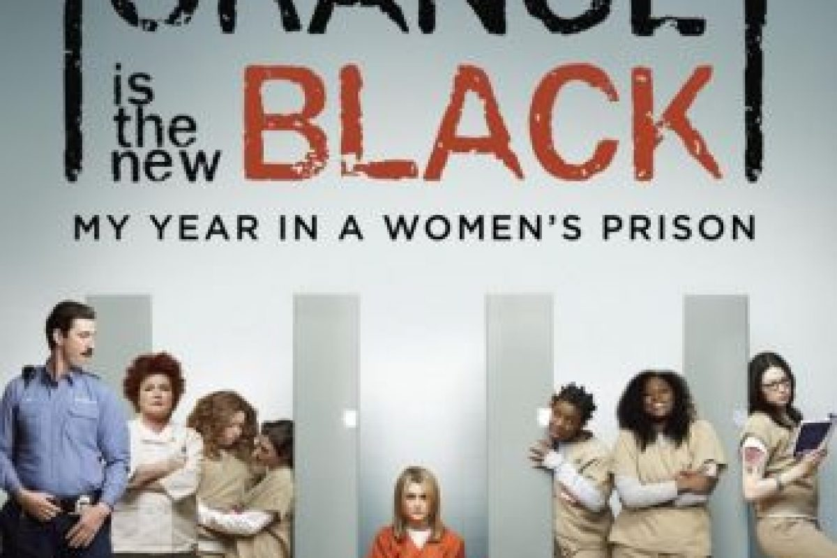 """""""Piper Chapman"""" (Taylor Schilling) decide entregarse voluntariamente a consecuencia de transportar dinero procedente de la droga ocurrido hace más de una década y es enviada a la prisión de mujeres de Litchfield, Nueva York. La historia está basada en el libro autobiográfico de Piper Kerman.. Imagen Por:"""