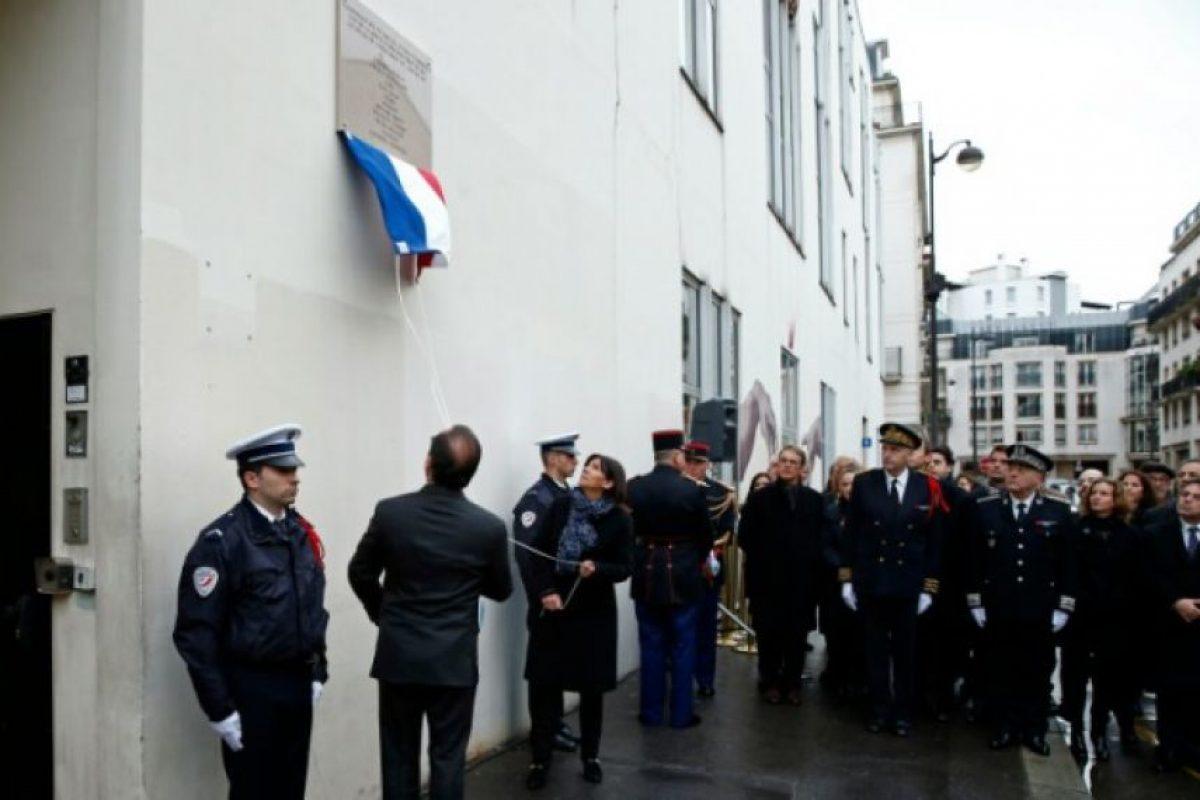 Las tres ceremonias fueron muy breves y se respetó un minuto de silencio en presencia de las familias de las víctimas. Foto:AFP. Imagen Por: