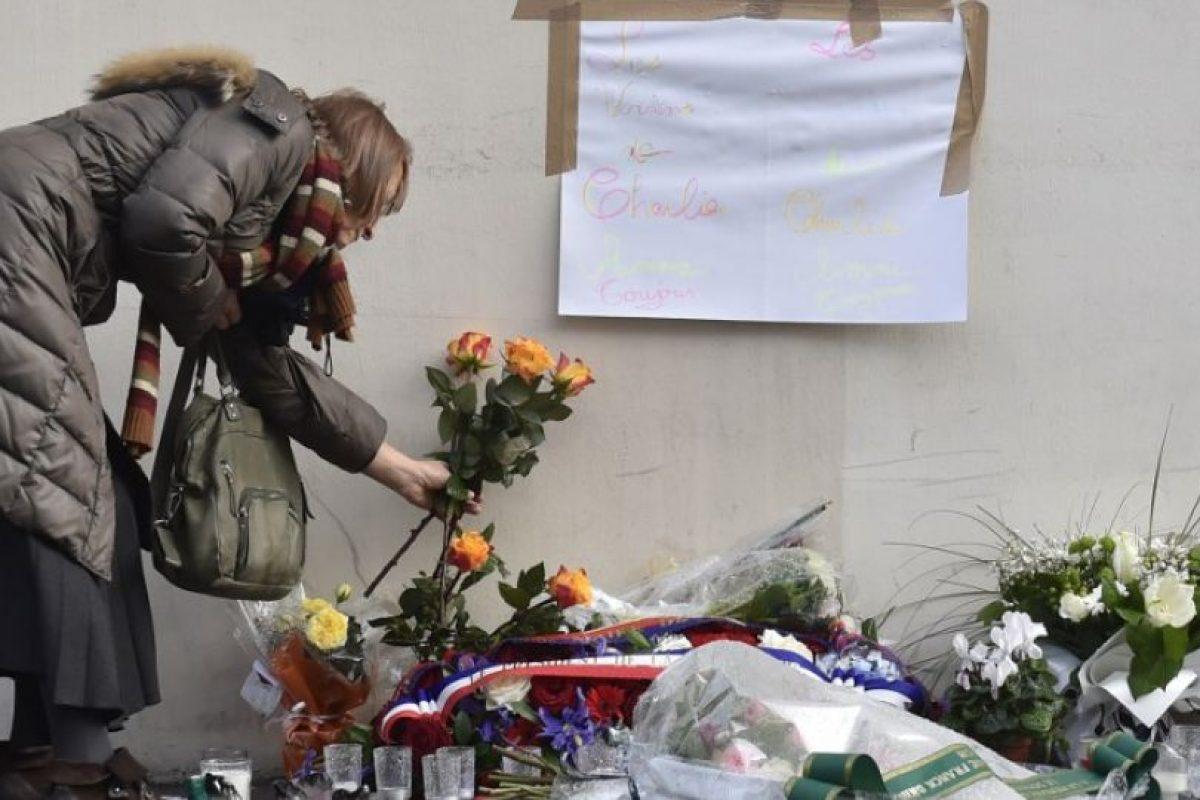 Depositaron arreglos florales en los sitios donde perdieron la vida Foto:AFP. Imagen Por: