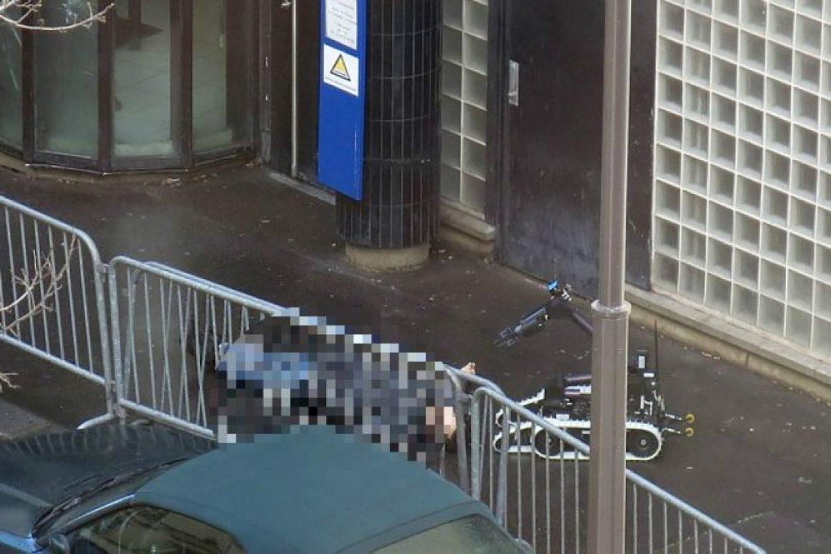 Un hombre armado con un cuchillo fue acribillado en París Foto:AFP. Imagen Por: