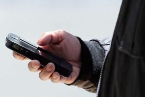 1- Robo o pérdida de los dispositivos: Usualmente, los delincuentes obtienen datos de esta forma, además de vender los aparatos en el mercado negro. Foto:Getty Images. Imagen Por:
