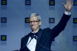 Lo hizo, aseguró, para ayudar a los jóvenes que tengan la misma orientación sexual. Foto:Getty Images. Imagen Por:
