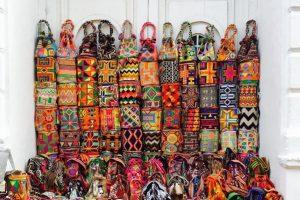 Mochilas Wuyuu. Estos accesorios artesanales elevan su valor cuando se les incrusta pedrería. Foto:Vía Instagram. Imagen Por: