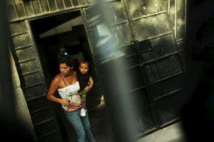 Las niñas que contraen matrimonio antes de cumplir los 18 tienen menos probabilidades de terminar su educación y más de sufrir violencia doméstica y complicaciones en el parto. Foto:Getty Images. Imagen Por: