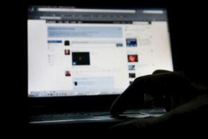 La maestra, quien no fue identificada, asegura que su imagen fue robada de su página de Facebook. Foto:Getty Images. Imagen Por: