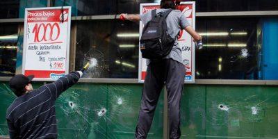 Colusión de supermercados: atacan local en Santiago Centro