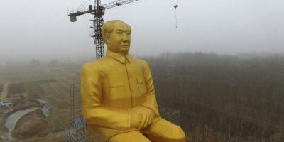La gigantesca estatua dorada de Mao terminó demolida por