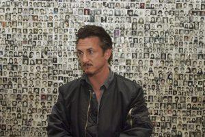 """Según otros periodistas que estuvieron en el lugar, el actor y activista se registró en el hotel como """"Sean Justin Penn, periodista"""". Foto:Getty Images. Imagen Por:"""