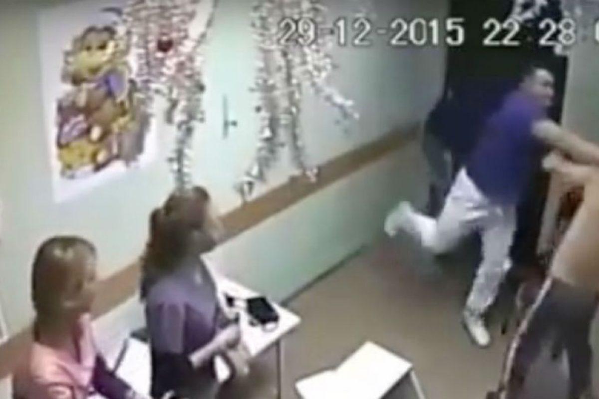 Médico mató a paciente con un solo golpe. Foto:vía YouTube.com. Imagen Por: