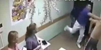 Video: Médico golpea a paciente y lo mata instantáneamente