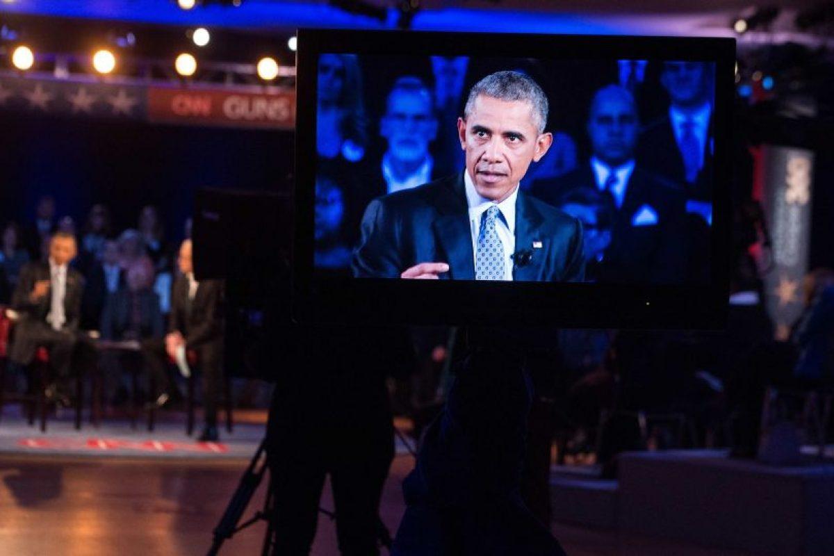 El presidente Obama, anoche durante su entrevista con el periodista Anderson Cooper en la cadena de noticias CNN. Foto:Efe. Imagen Por: