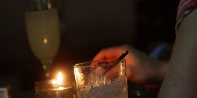 Universitarios y consumo de alcohol: tomar media botella de pisco no es riesgoso