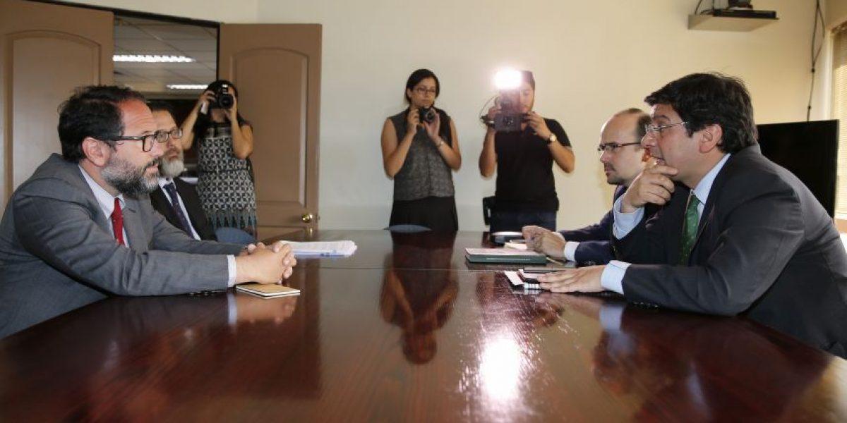 Ministro Badenier aseguró que derrame de petróleo en Quintero no quedará impune