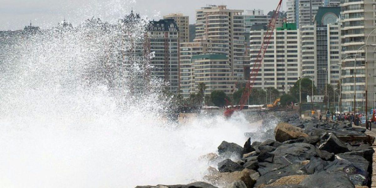 Marejadas: autoridades cierran calle de Viña del Mar por fuerte oleaje