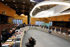La Comisión Europea, durante la discusión sobre las últimas medidas del gobierno polaco. Foto:Efe. Imagen Por: