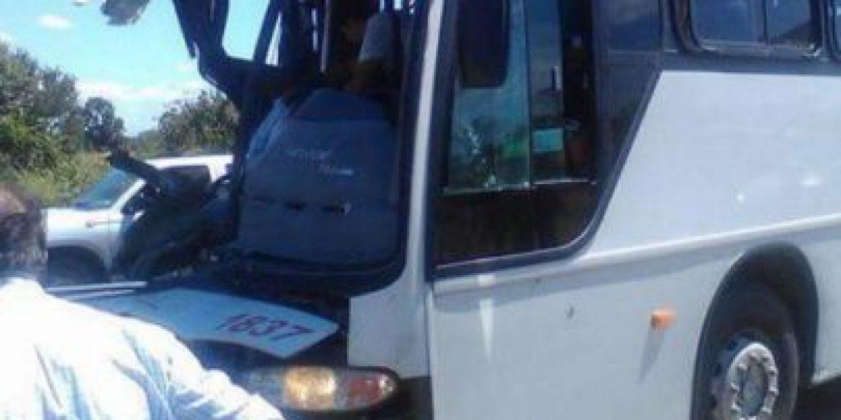 Accidente vehicular en Villarrica deja al menos una víctima fatal y 10 heridos