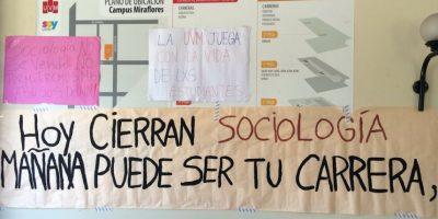 Estudiantes de sociología de U. Viña del Mar denuncian cierre de la carrera sin previo aviso