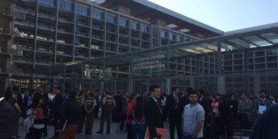 Aviso de bomba obliga a evacuar Centro de Justicia de Santiago