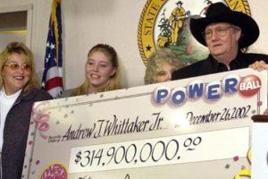"""Andrew """"Jack"""" Whittaker ya era rico cuando en 2002 ganó casi $315 millones de dólares. Apesar de que quiso compartir el no pudo escapar de sus propios demonios. Foto:Pinterest. Imagen Por:"""