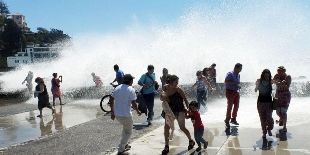 Turistas transformaron a marejadas en la nueva atracción de Viña del Mar