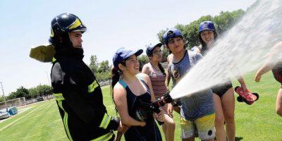 Con bomberos y mucha agua niños de la Teletón cerraron una semana de
