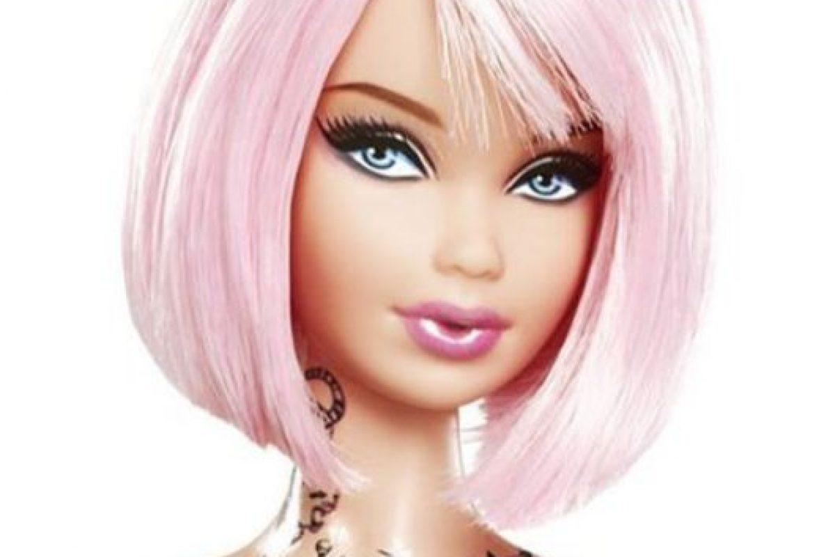 """Barbie también fue envuelta en escándalos luego de que sacara a la venta una muñeca con el cuerpo """"tatuado"""". Foto:Vía Instagram. Imagen Por:"""