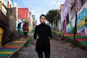 Bartender en Valparaíso, Chile Foto:The Atlas of Beauty / Mihaela Noroc. Imagen Por:
