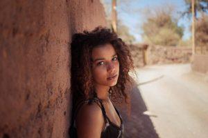 María José, una venezolana que estaba de paso por San Pedro de Atacama, Chile Foto:The Atlas of Beauty / Mihaela Noroc. Imagen Por: