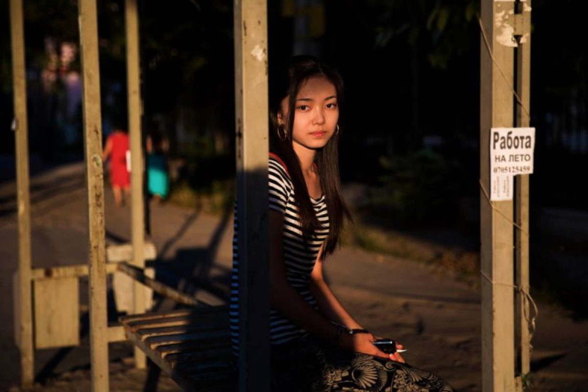 Mujer en Bishkek, Kyrgyzstan Foto:The Atlas of Beauty / Mihaela Noroc. Imagen Por: